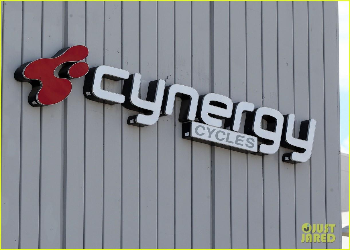 alyson hannigan alexis denisof cynergy cycles couple 133227912