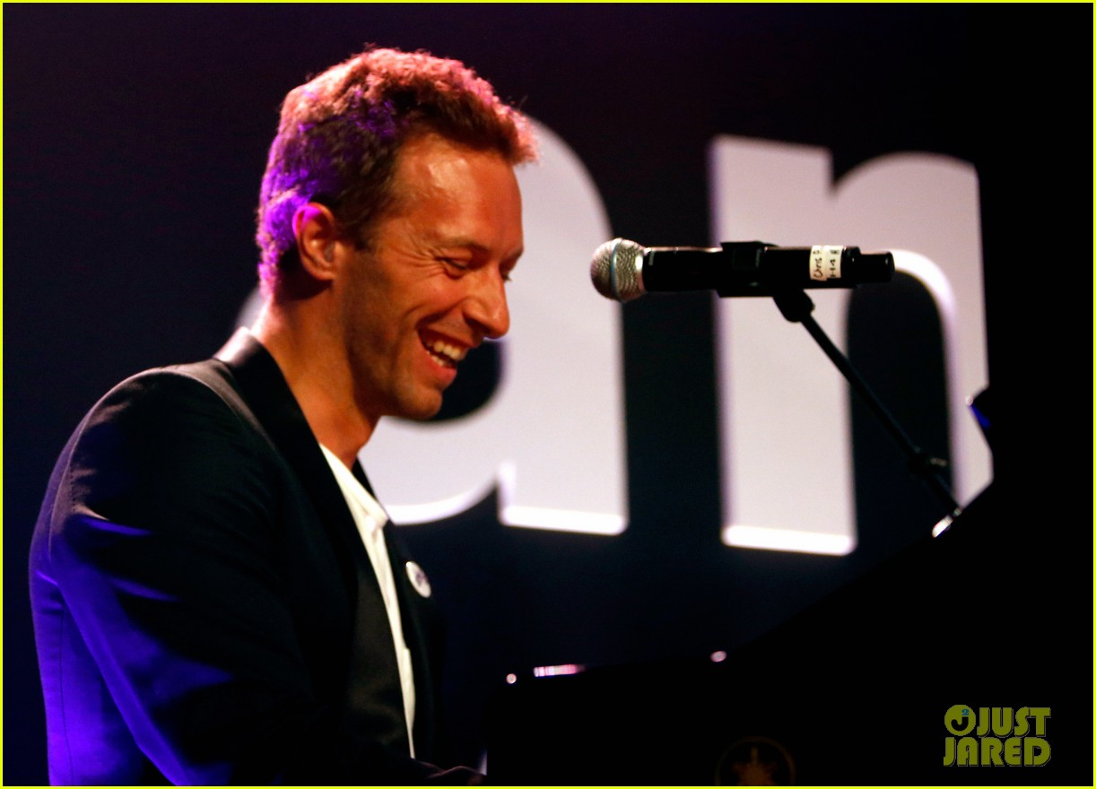 chris martin amfar performance gwyneth paltrow 013230598
