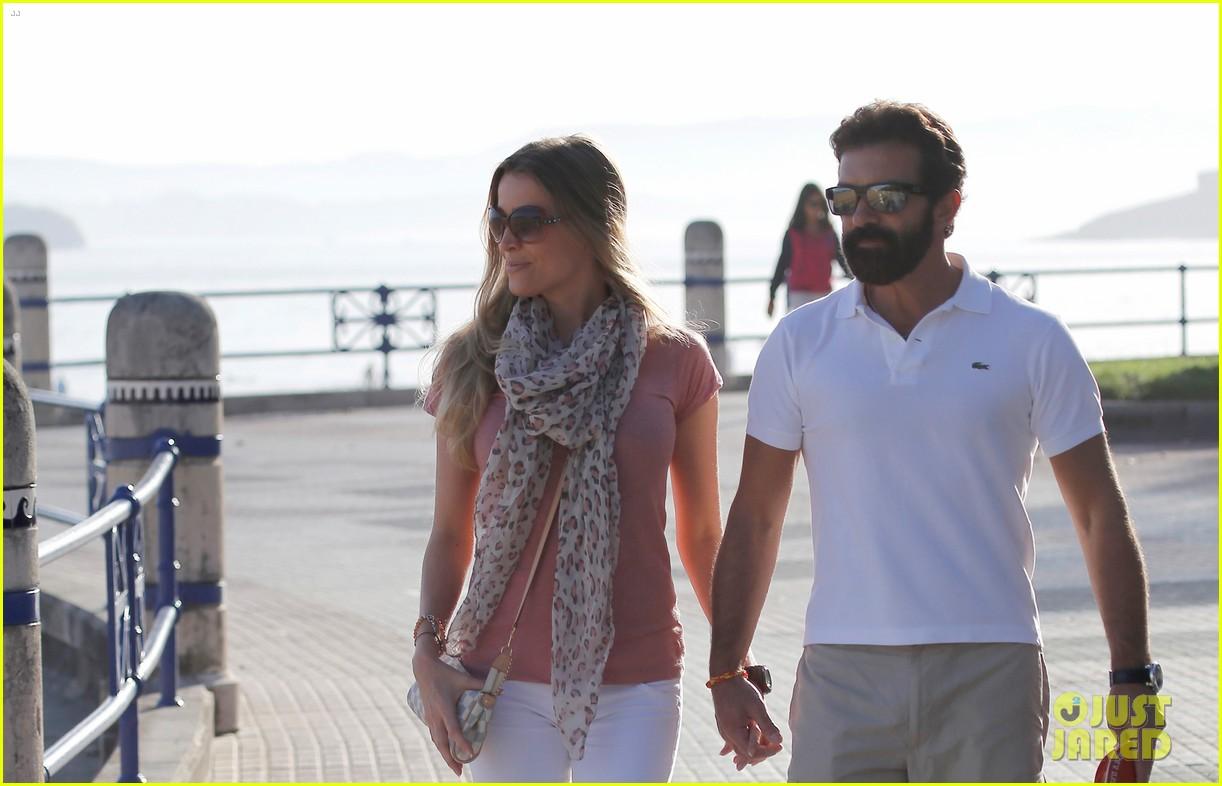 Antonio Banderas & New Girlfriend Nicole Kempel Hold Hands After His ... Antonio Banderas