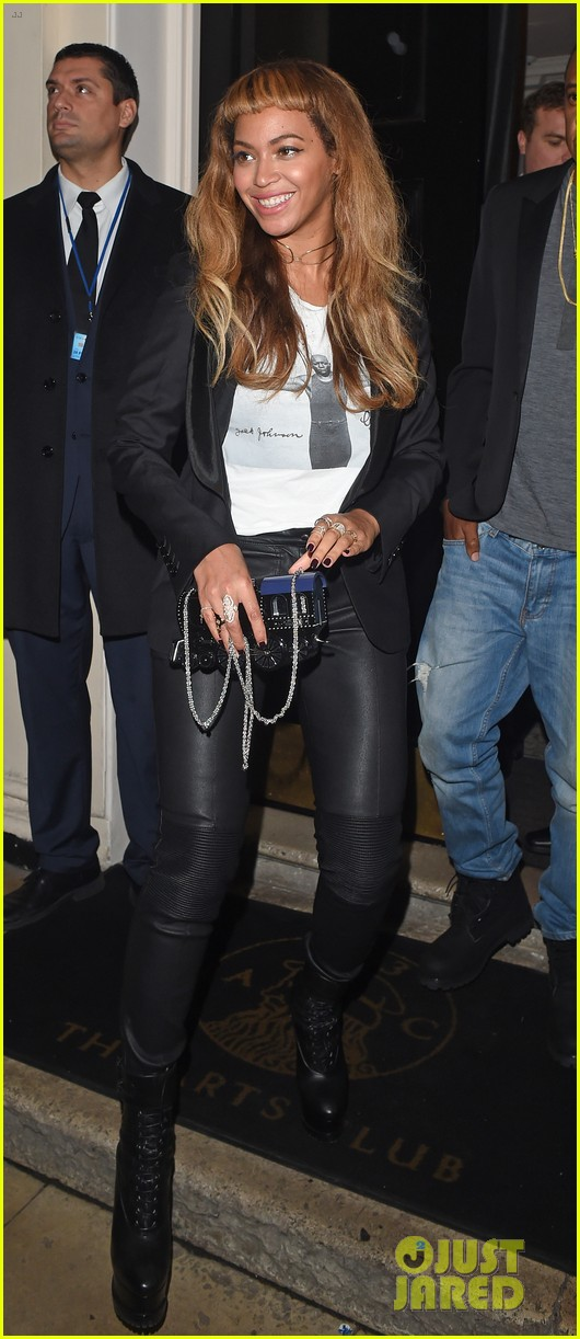 Beyonce Keeps Her New Hairstyle Going For Dinner With Jay Z Photo