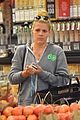 busy philipps goes natural makeup for grocery run 02