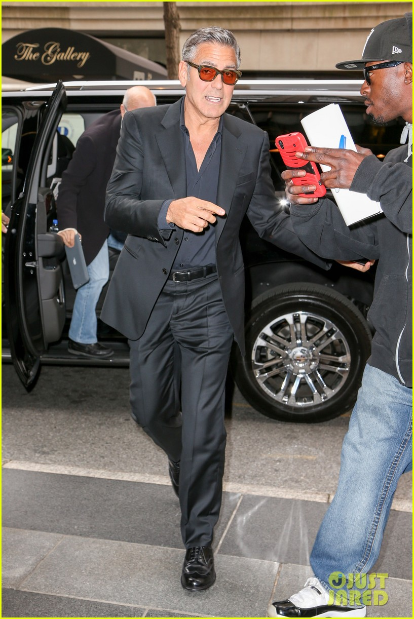 george clooney flashes wedding ring nyc 083214966