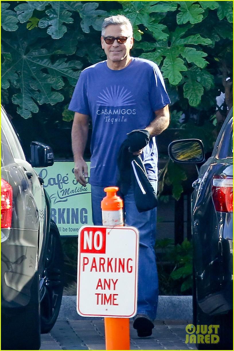 george clooney wears same shirt twice 023225360