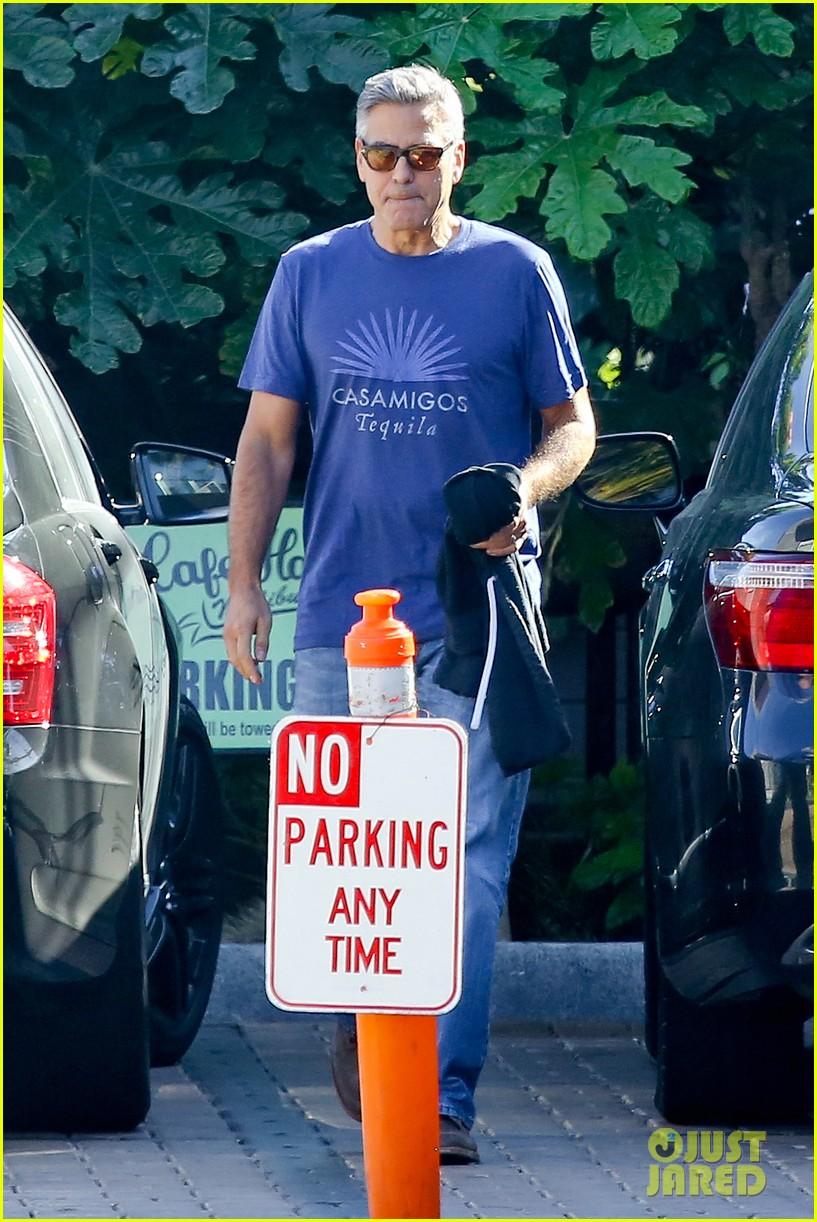 george clooney wears same shirt twice 083225366