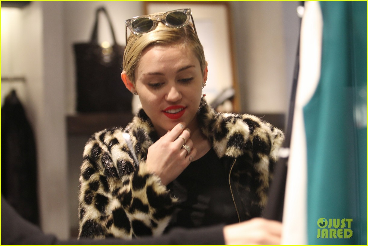 miley cyrus sunglasses leopard coat 033211401