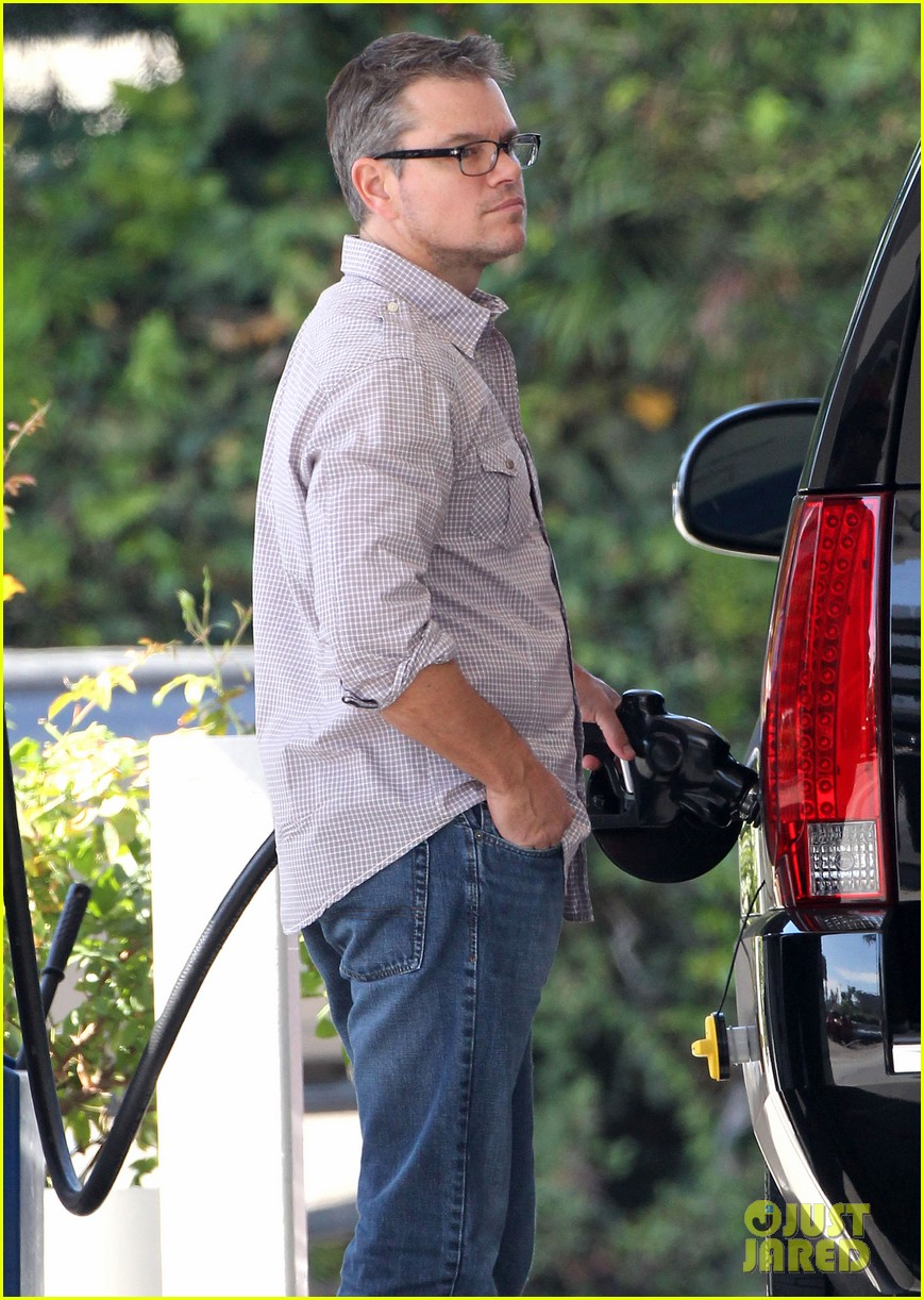 matt damon pumping gas culver city 023226442
