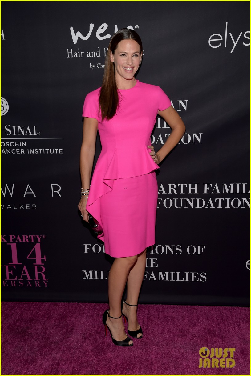 Jennifer Garner Dresses Perfectly to Host the Pink Party!: Photo ...