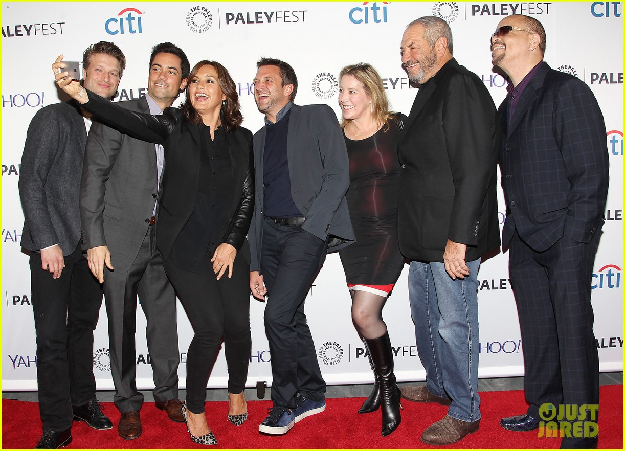 mariska hargitay gets emotional at svu paleyfest panel 013218322