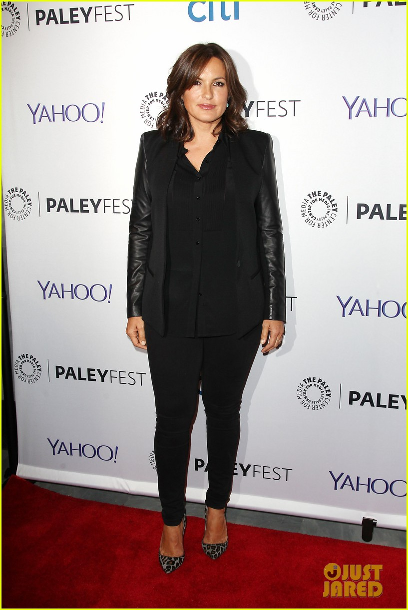 mariska hargitay gets emotional at svu paleyfest panel 023218323