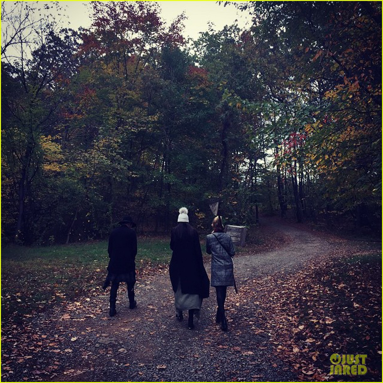 kendall jenner hailey baldwin enjoy apple picking 053224076