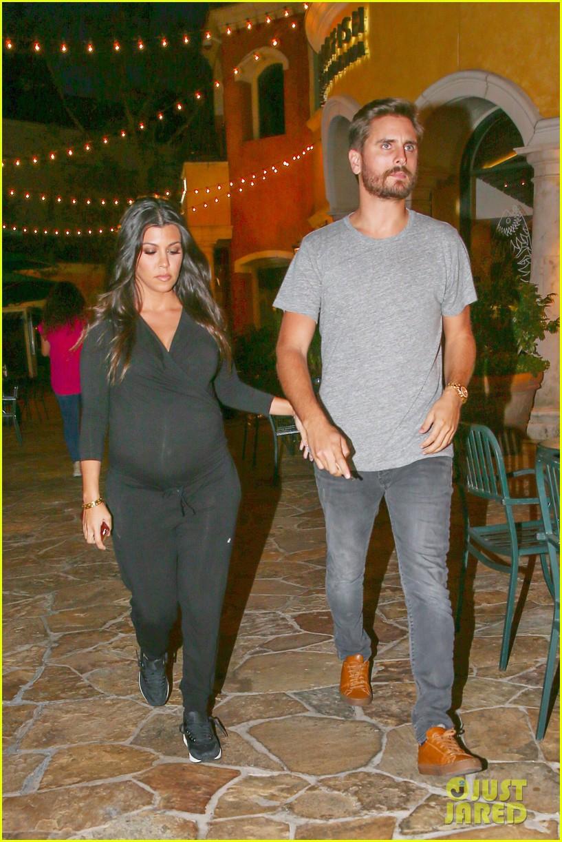 kourtney kardashian looks very pregnant on date night 053218118