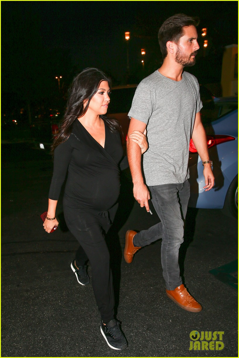 kourtney kardashian looks very pregnant on date night 073218120