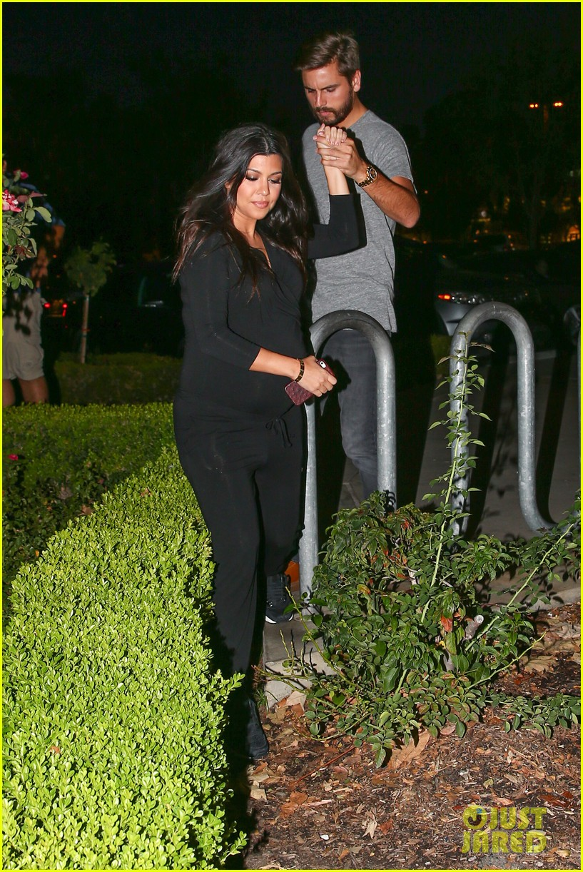 kourtney kardashian looks very pregnant on date night 273218140