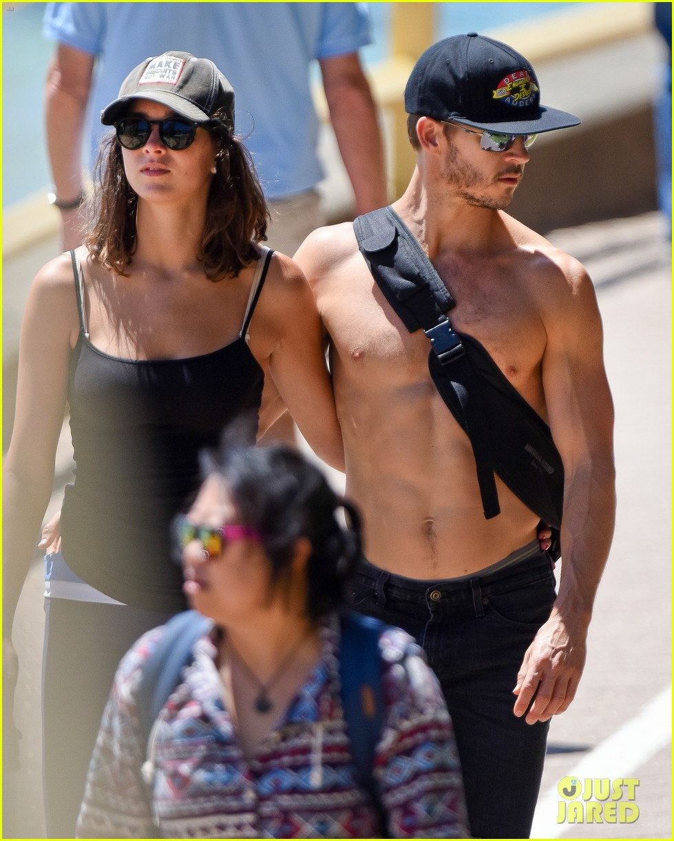 ryan kwanten shows off amazing shirtless body in australia 013222918