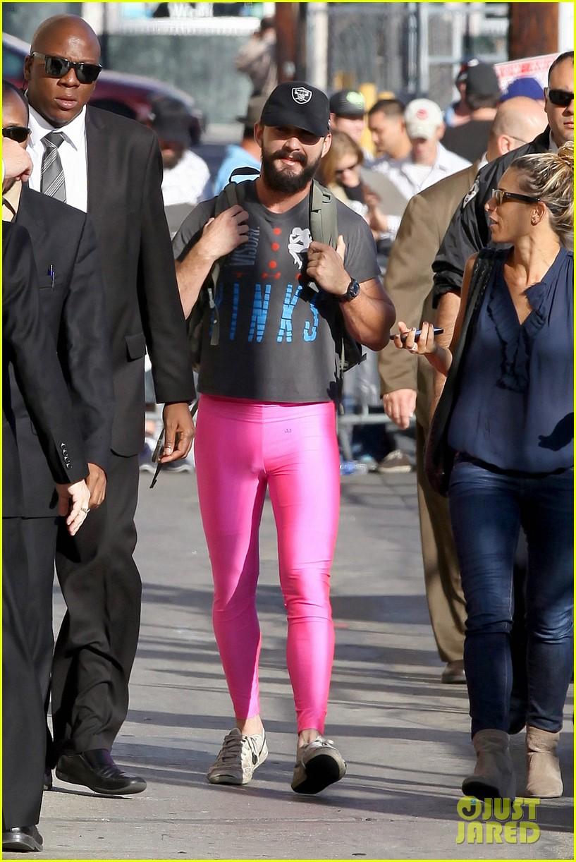Shia LaBeouf Wears Pink Tights to Accept Ellen DeGeneres ... шайа лабаф