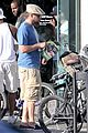 leonardo dicaprio keeps the environment in mind with his bicycle 26