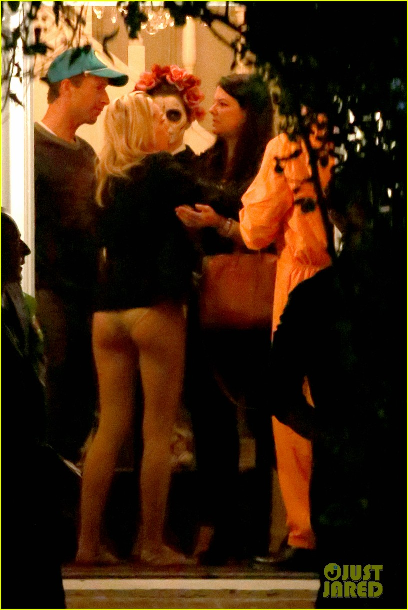 683ccb82805e3 Chris Martin Mingles at a Halloween Party After Jennifer Lawrence Breakup