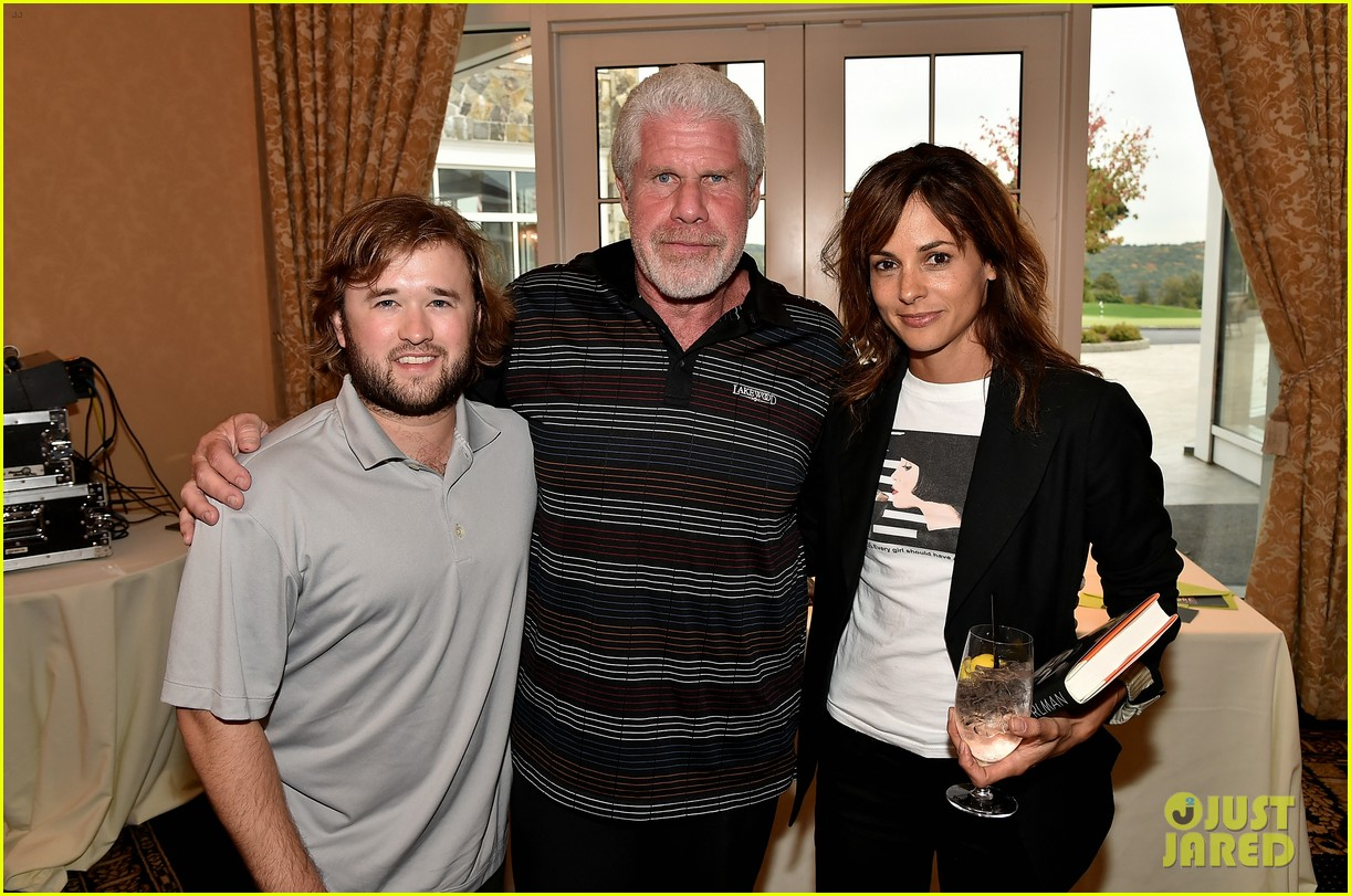 haley joel osment goes golding to benefit the sag foundation 033208644