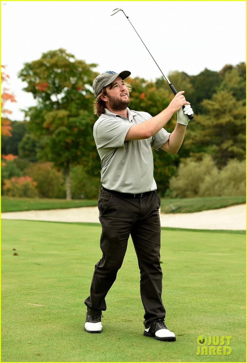 haley joel osment goes golding to benefit the sag foundation 123208653