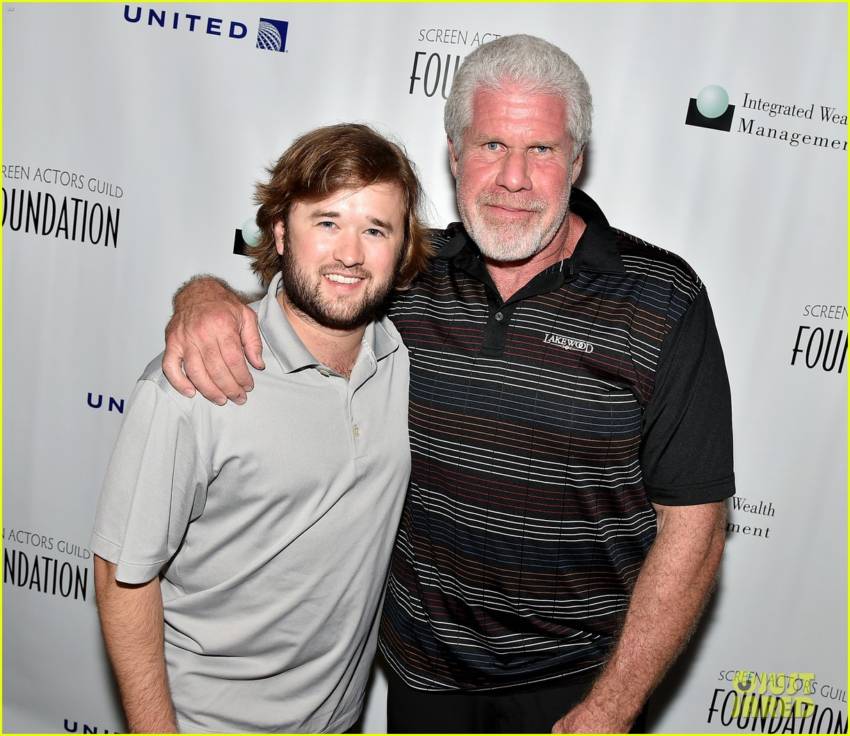 haley joel osment goes golding to benefit the sag foundation 143208655