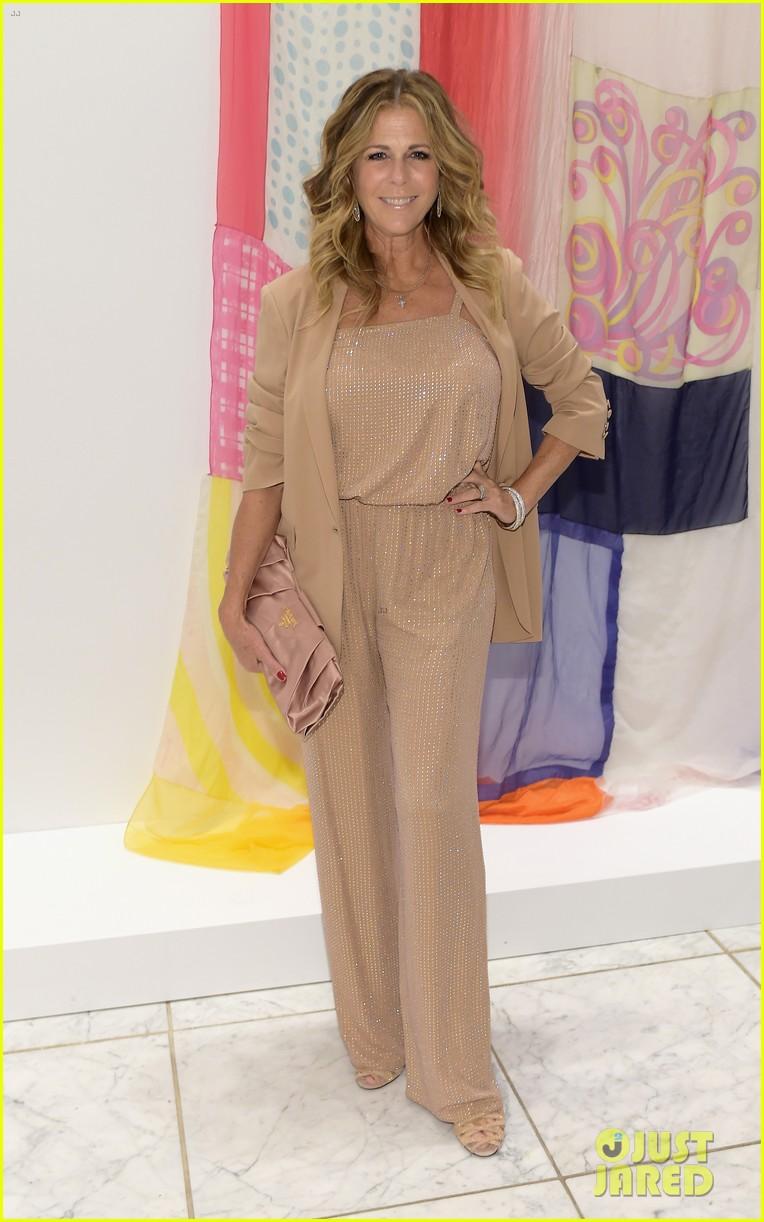 Julia Roberts & Demi Moore Bring Pure Class to Hammer Museum Gala ...