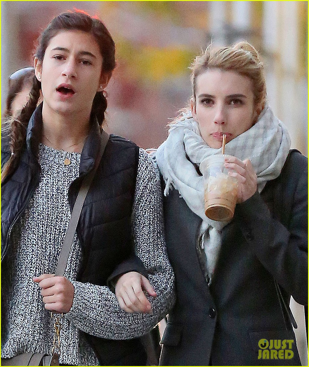 Emma Roberts Loves Listening To Taylor Swift S New Album Photo 3229404 Emma Roberts Pictures Just Jared
