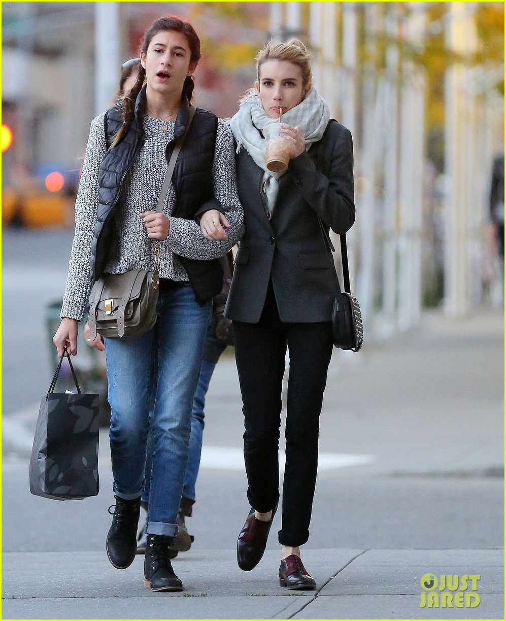 Emma Roberts Loves Listening To Taylor Swift S New Album Photo 3229406 Emma Roberts Pictures Just Jared
