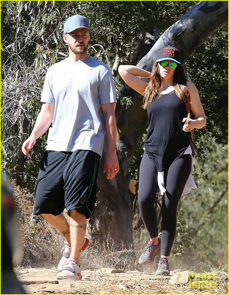 justin timberlake jessica biel get sporty on their hike 023228652