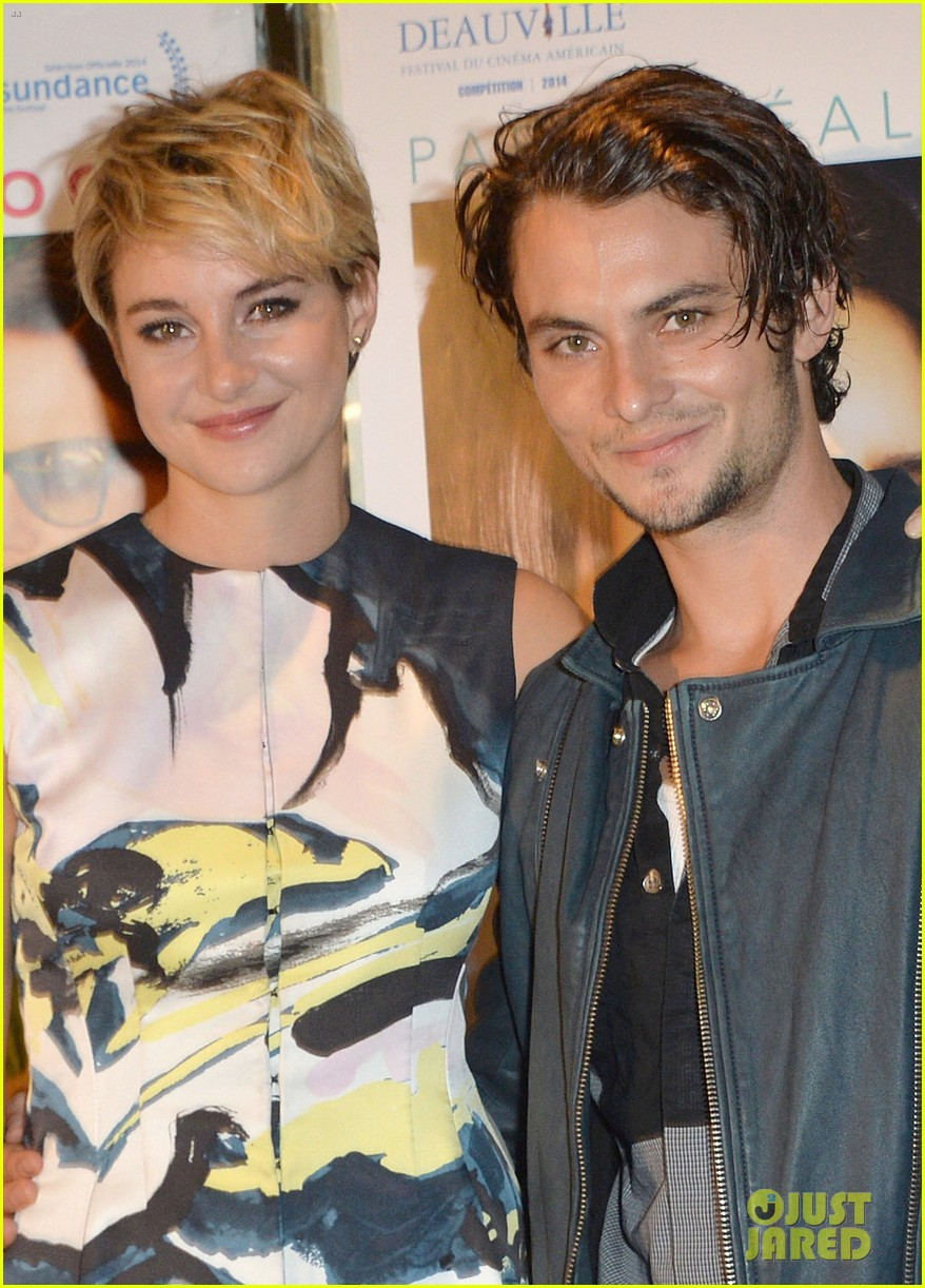 Shailene Woodley Goes Blonde For White Bird In A Blizzard Paris Premiere Photo 3211228 Shailene Woodley Shiloh Fernandez Pictures Just Jared