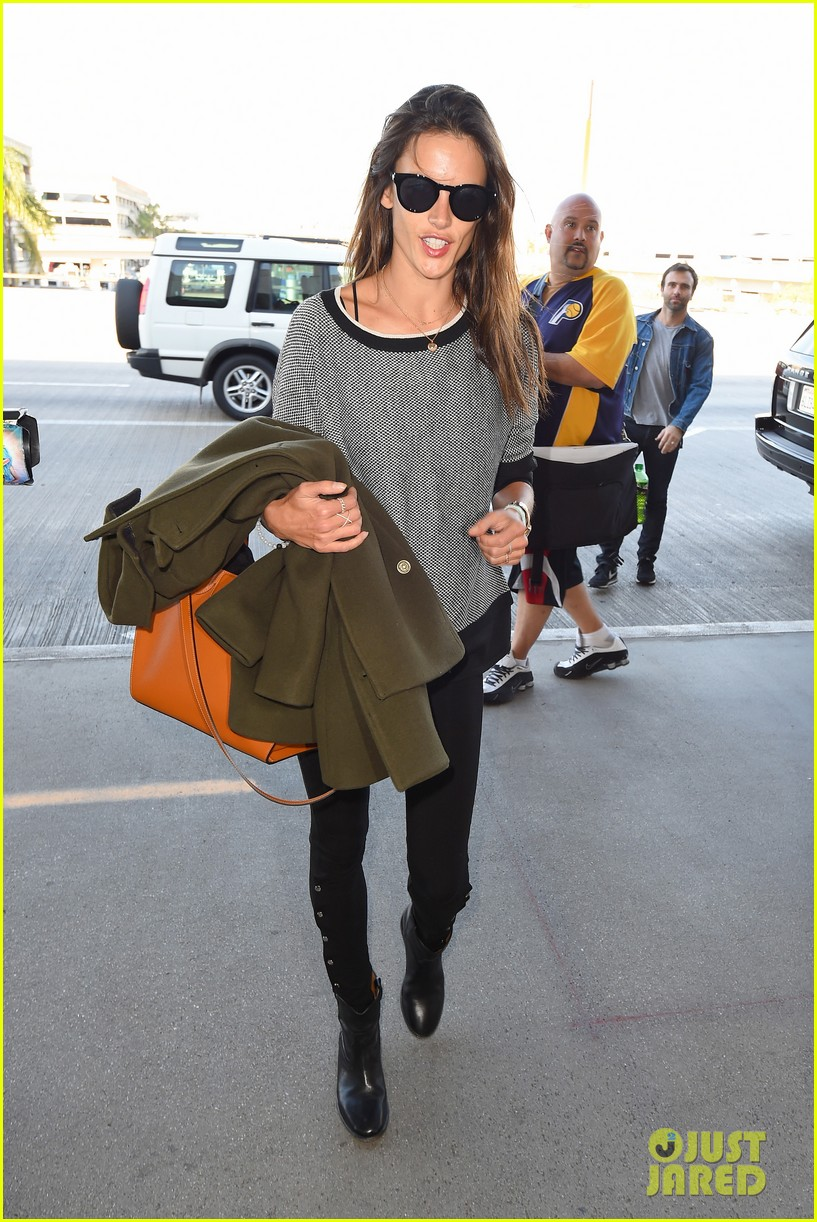 alessandra ambrosio at the sirport 023251750
