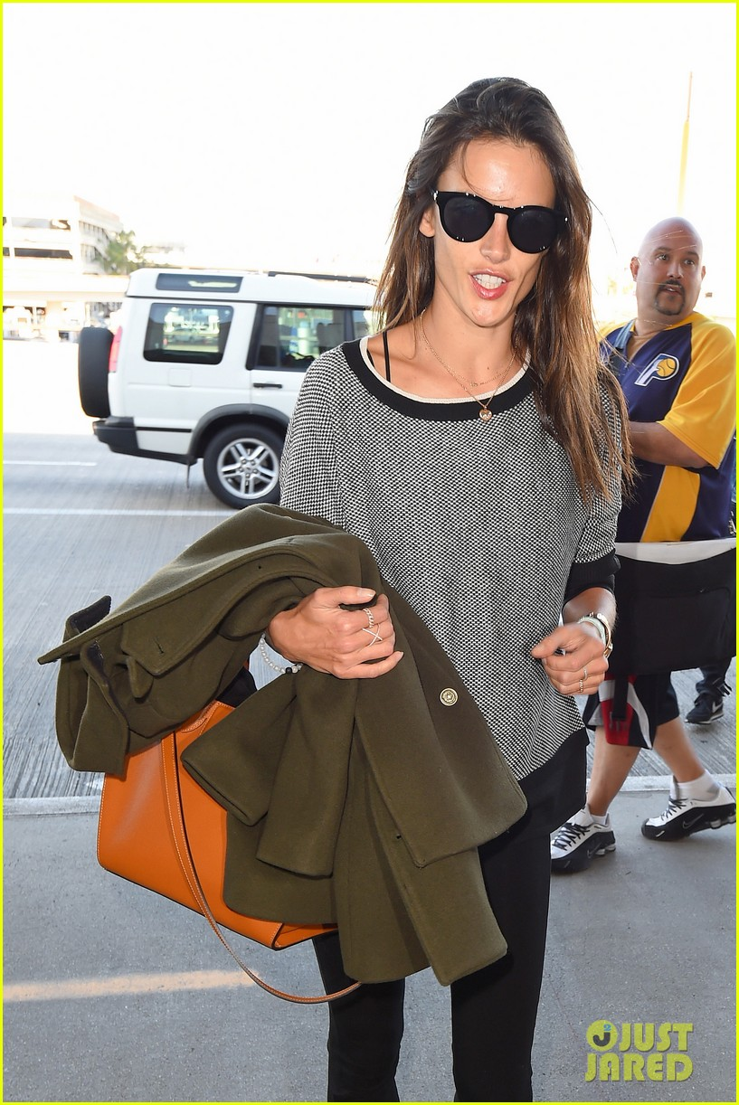 alessandra ambrosio at the sirport 053251753