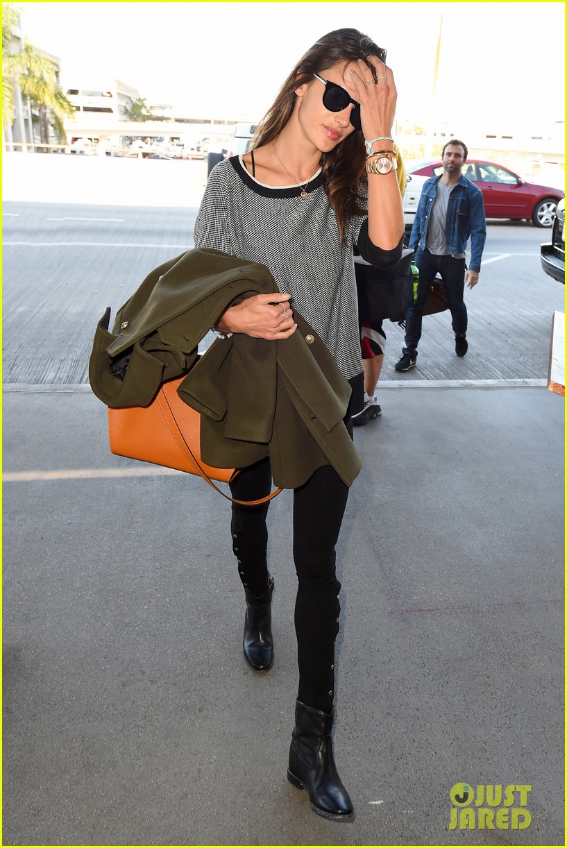 alessandra ambrosio at the sirport 143251762