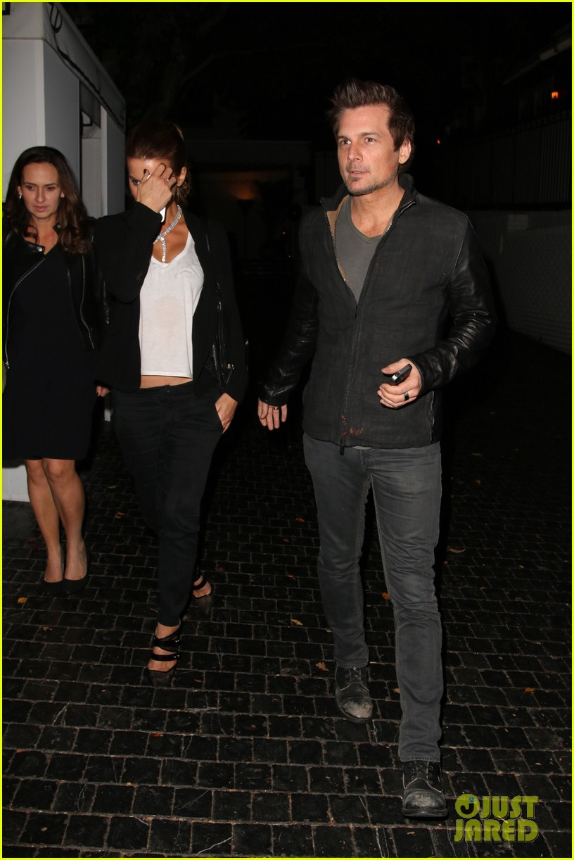 kate beckinsale grabs dinner with hubby len wiseman after introducing one direction 113248980