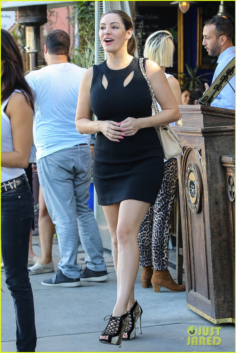 kelly brook lunch with friend 113238077