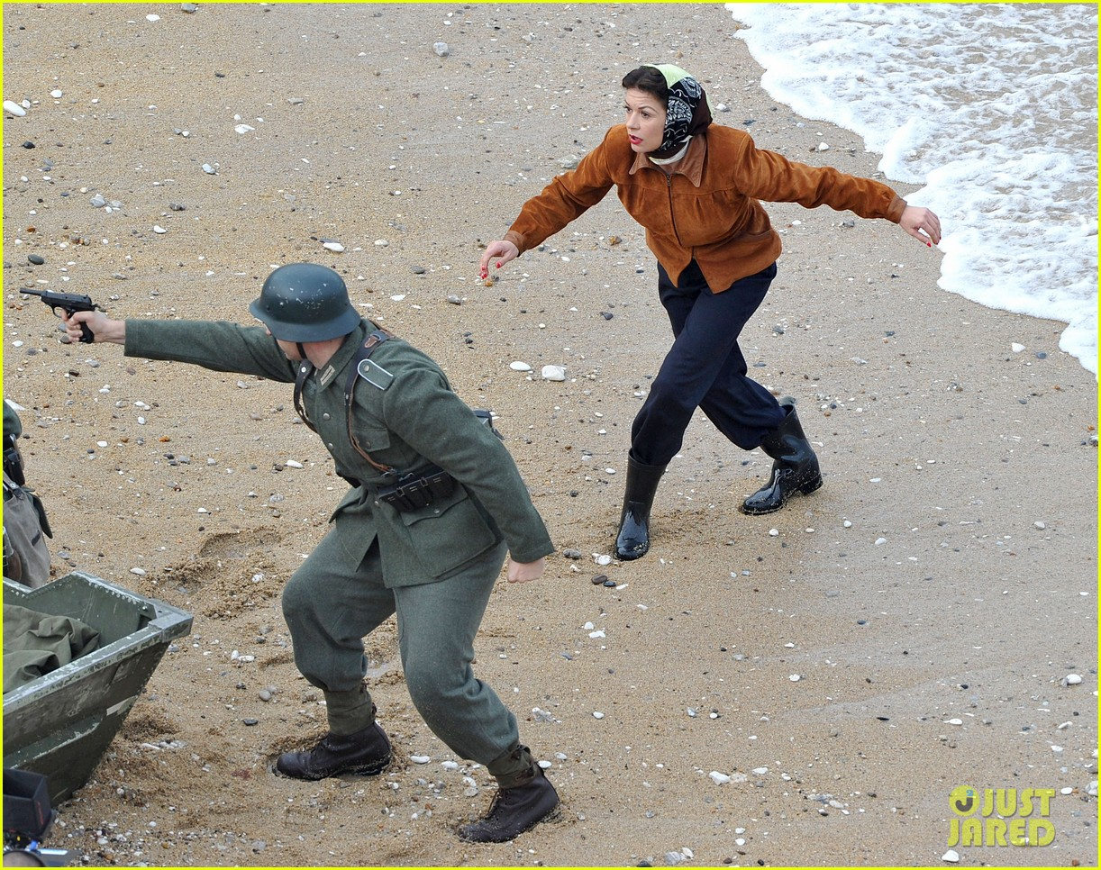 Full Sized Photo of catherine zeta jones takes on war on dads army 11 ... Catherine Zeta Jones