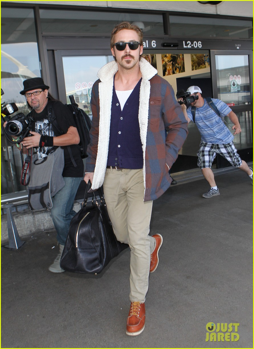ryan gosling jets to los angeles after nice guys scenes 033243180