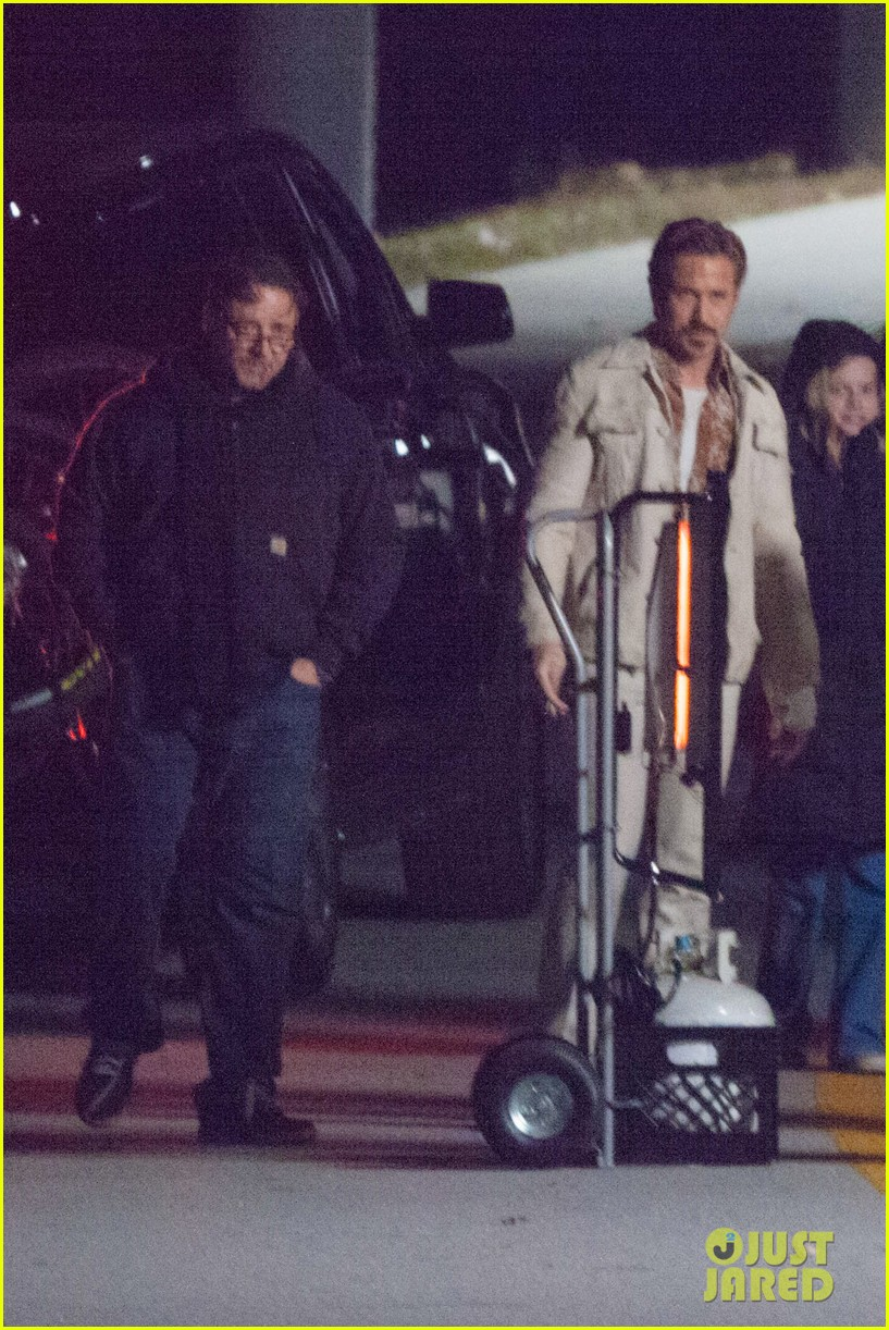 ryan gosling jets to los angeles after nice guys scenes 143243191