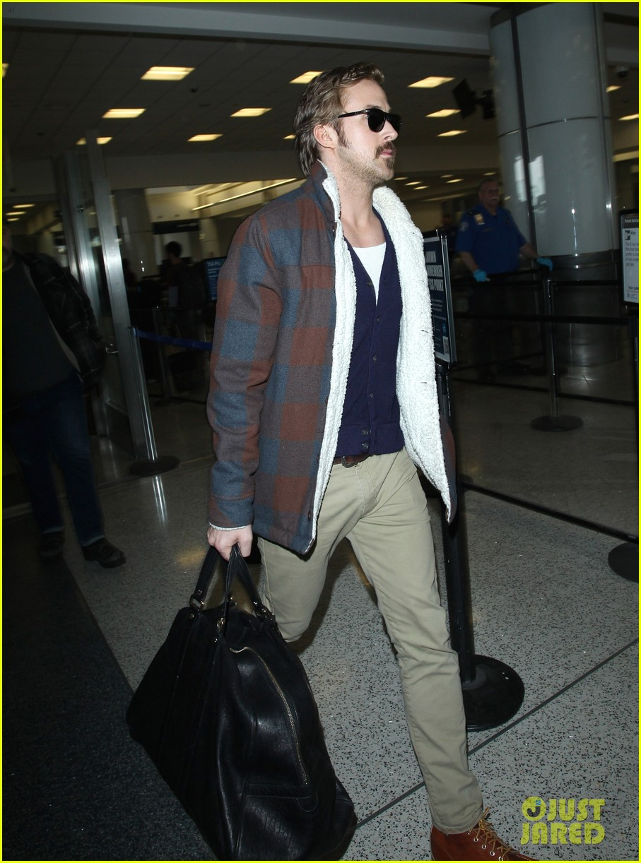 ryan gosling jets to los angeles after nice guys scenes 223243199