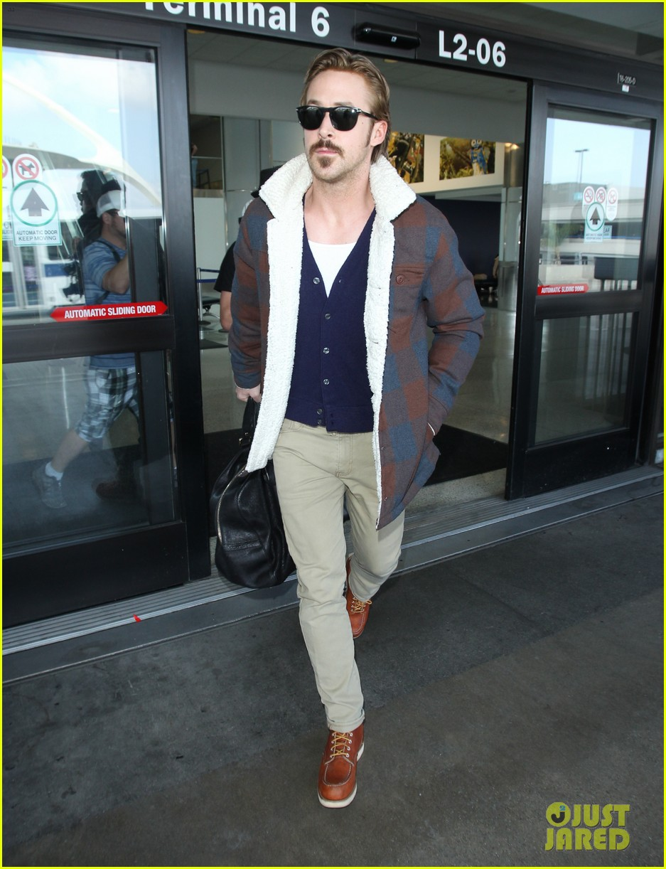 ryan gosling jets to los angeles after nice guys scenes 253243202