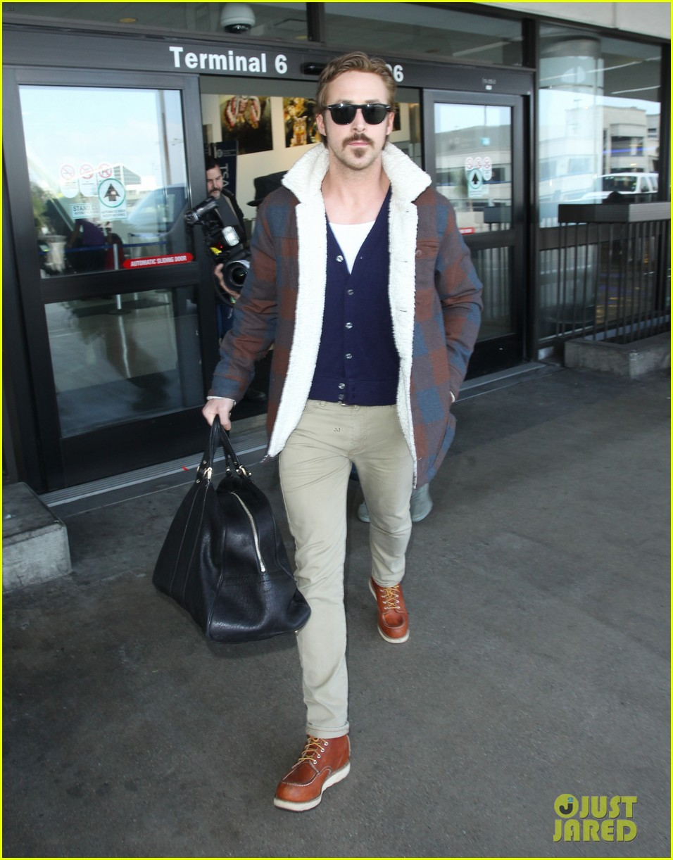 ryan gosling jets to los angeles after nice guys scenes 263243203
