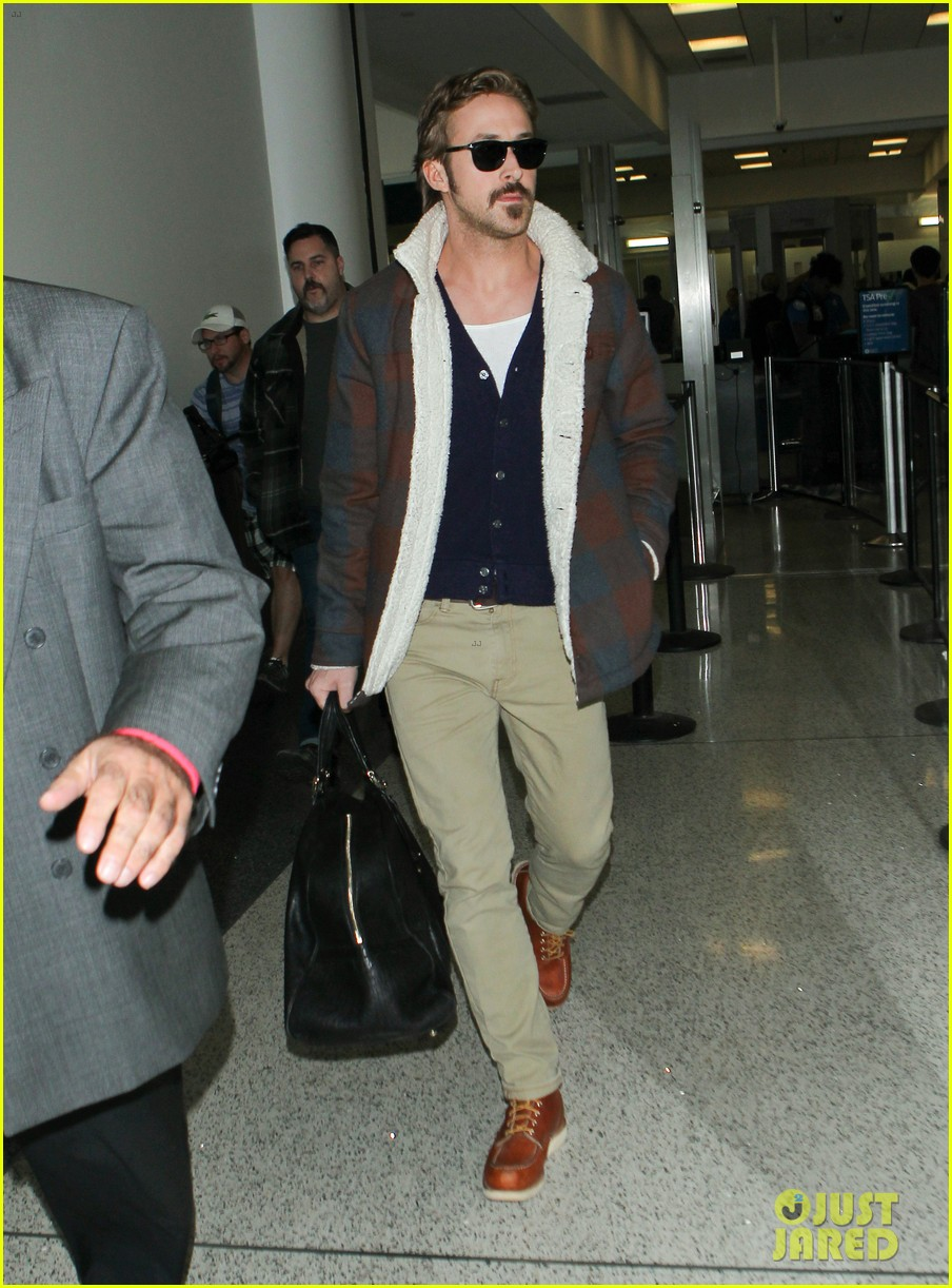 ryan gosling jets to los angeles after nice guys scenes 273243204