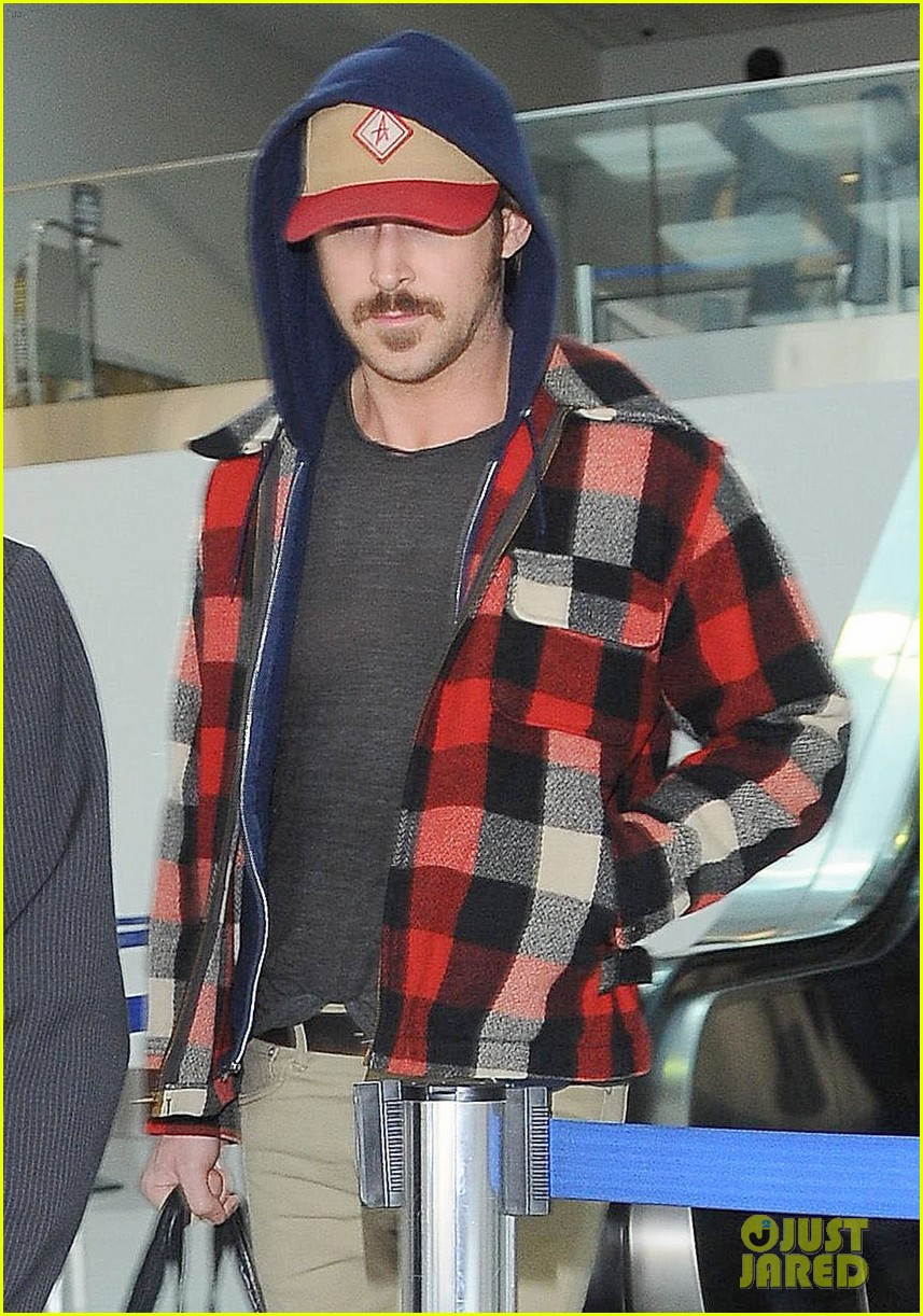 ryan gosling returns to los angeles after halloween 023243208
