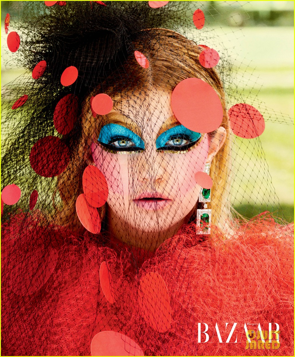 gigi hadid models the seasons best haute couture jewelry 033234495