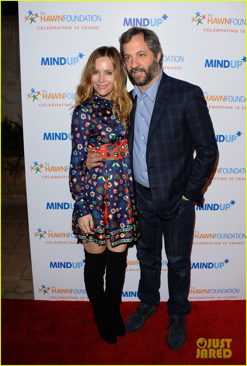 kate hudson makes mom goldie hawns charity event a family affair 053247841