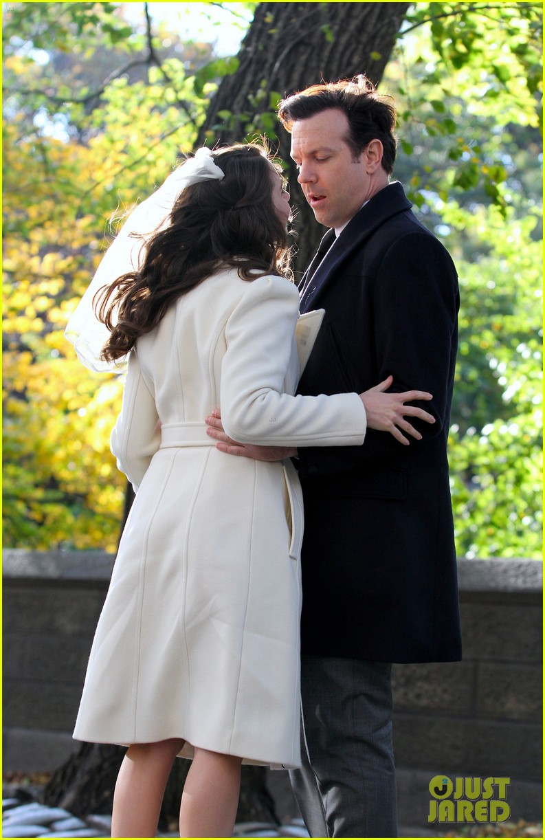 jason sudeikis alison brie get married in their movie