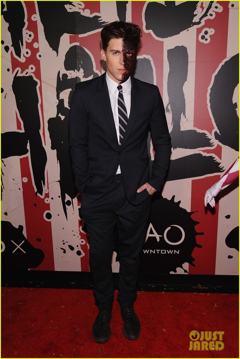 Joe Jonas & Zoe Kravitz Represent Young Hollywood at Heidi Klum's ...
