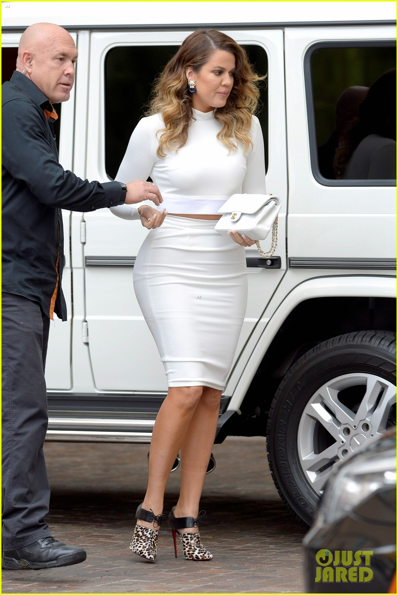 Beautiful Kim U0026 Khloe Kardashian Celebrate Kourtneyu0027s Baby Shower