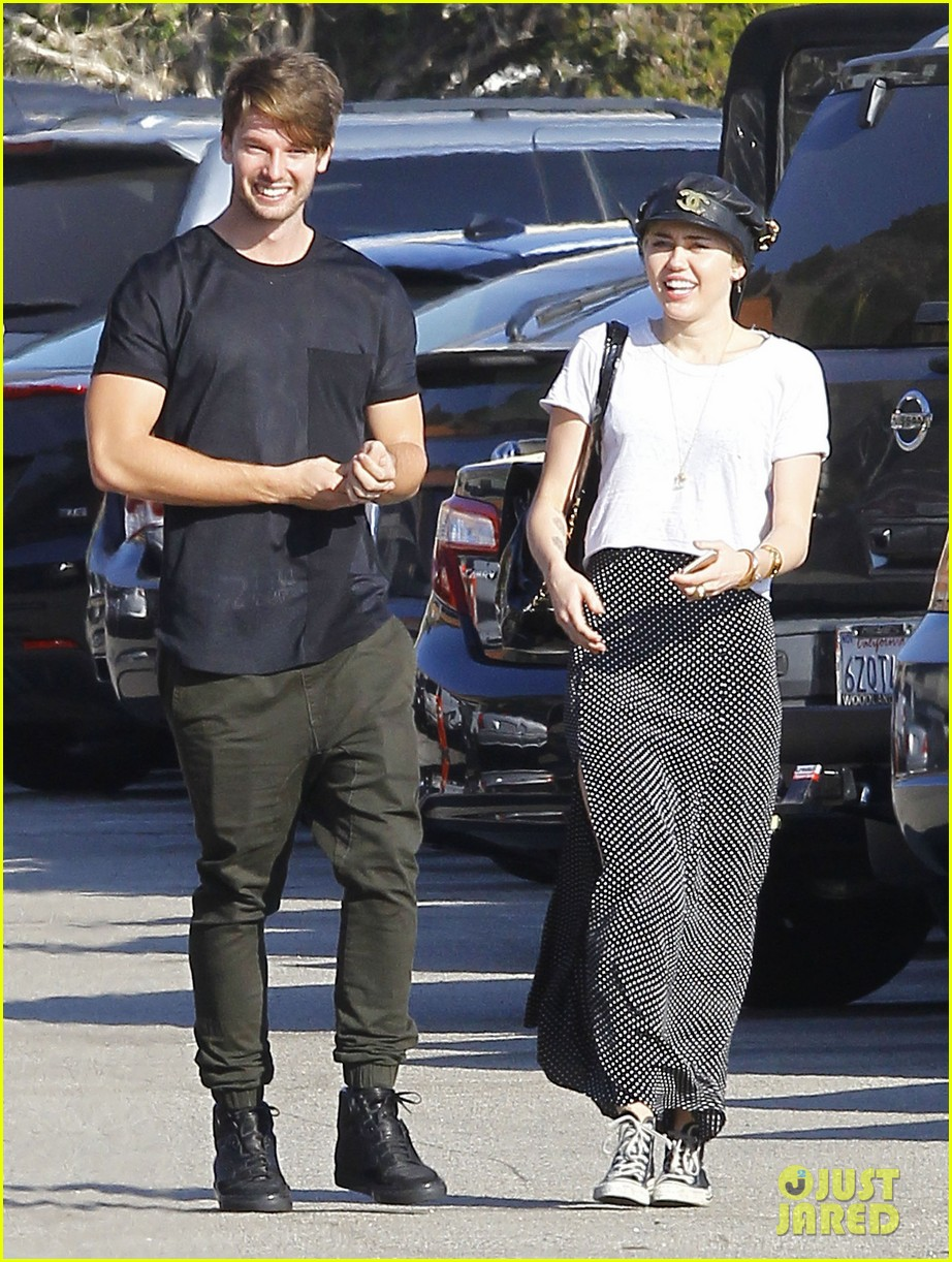 Miley cyrus dating kennedy