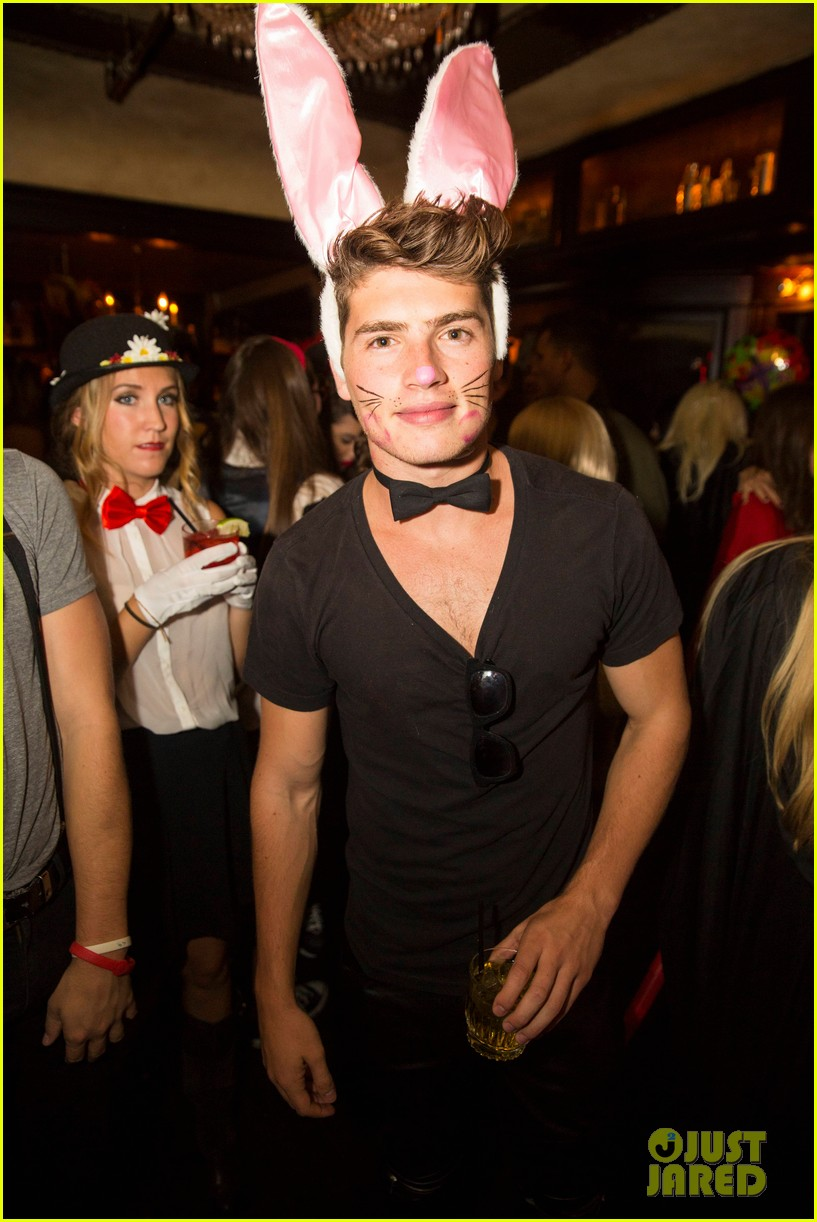 patrick schwarzenegger sister katherine keek out at justjareds halloween party 213233256