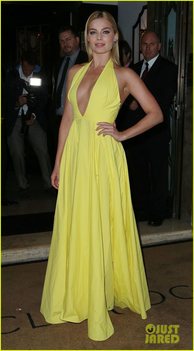 Carey Mulligan & Margot Robbie Glam Up for 'Harper's Bazaar' Women of ... Carey Mulligan